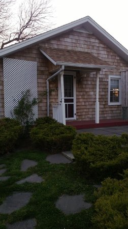 Cutchogue, NY: Beach Cottage in the quaint beach community of New Suffolk