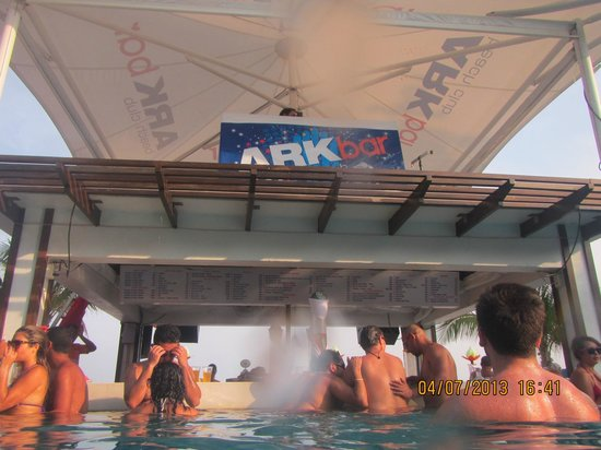 Ark Bar Beach Resort: Pool Bar