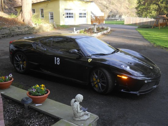 Cook Mansion Bed and Breakfast: Racing season at Watkins International now open ......3 miles from Cook Mansion