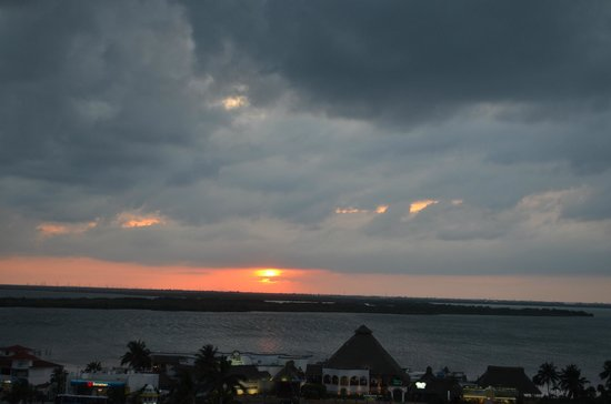Omni Cancun Hotel &amp; Villas: Sunset