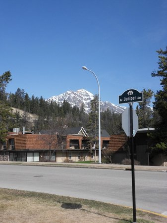 Tonquin Inn 