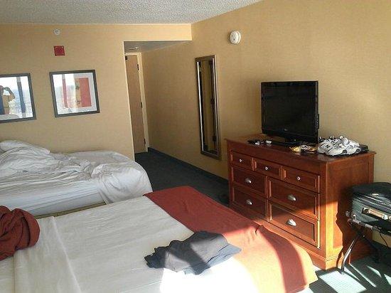 Holiday Inn Express Hotel &amp; Suites Virginia Beach Oceanfront: Room 1