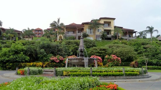 Los Suenos Marriott Ocean & Golf Resort: Beautiful Grounds