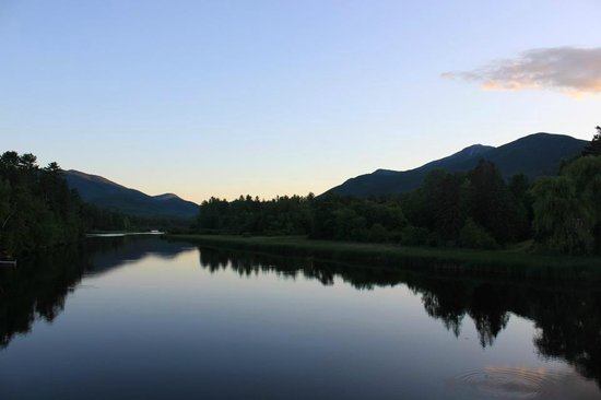 Birch Tree Lodge at Whiteface Mountain: 30 second walk from the Hotel