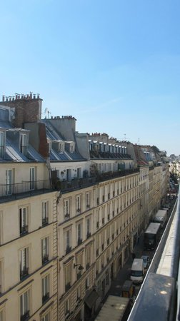 BEST WESTERN Opera Grands Boulevards : the view from room 601 looking west (Rue di pettie Acuiree)