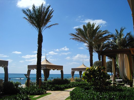 The Ritz-Carlton, Palm Beach: cabanas for rent