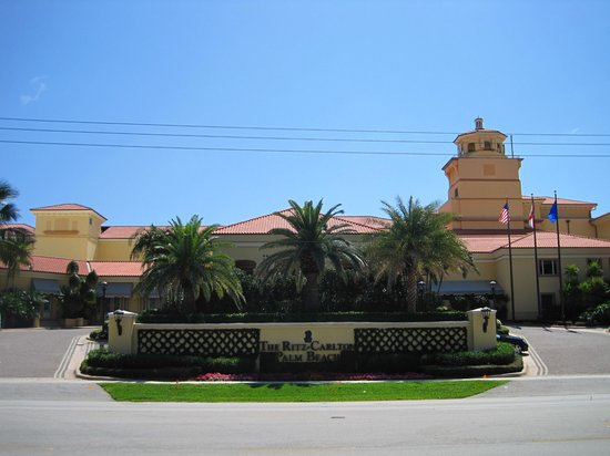 The Ritz-Carlton, Palm Beach: front of the hotel