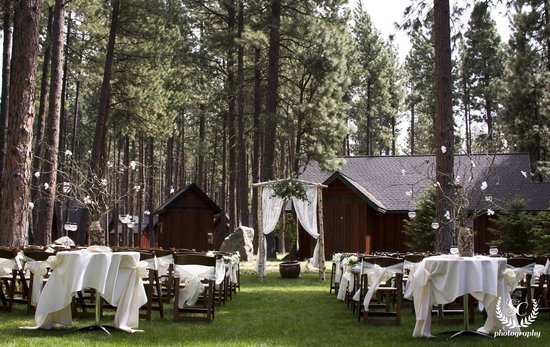 Five Pine Lodge & Spa: Outdoor wedding ceremony