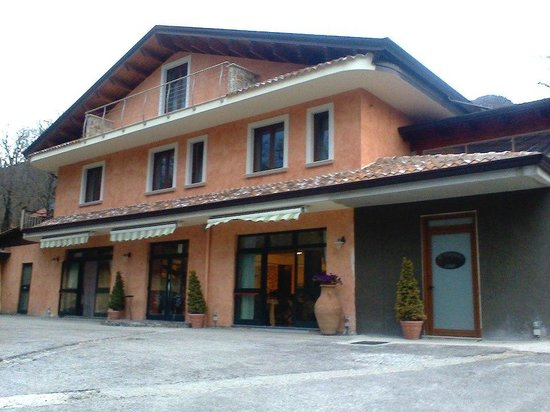 Serino, Italia: ristorante o&#39;carpino