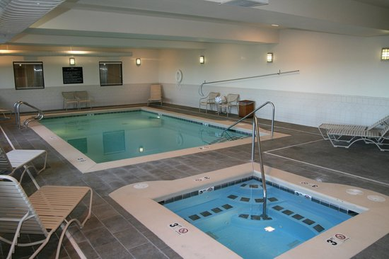 Hampton Inn Pendleton: Indoor pool and whirlpool