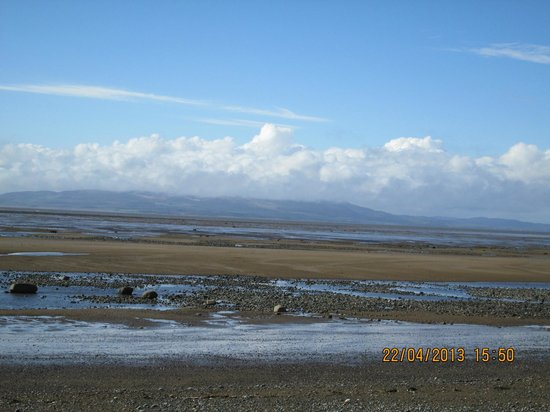 Solway Holiday Village: Beautiful sandy beach 5 mins down the road