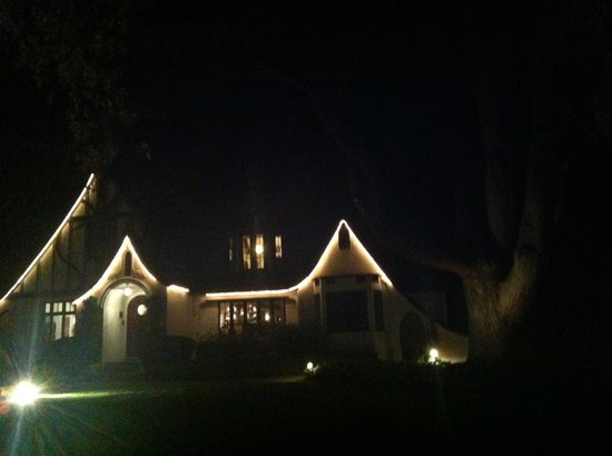 Candlelight Inn at night