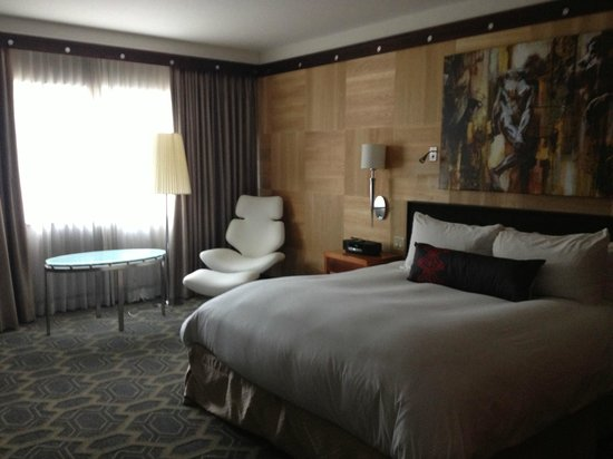 Sofitel Philadelphia Hotel: room I stayed in luxury has that chair and superior doesnt