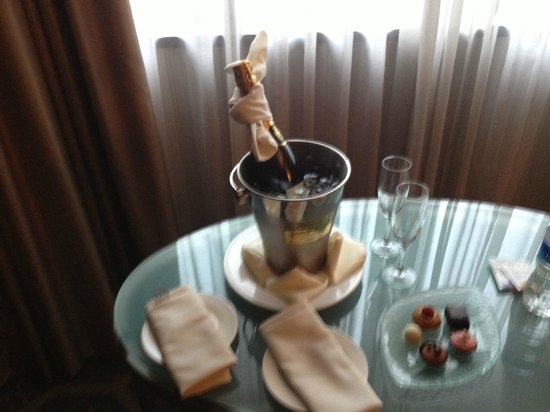 Sofitel Philadelphia Hotel: if you book a package you can get this and to sleep in