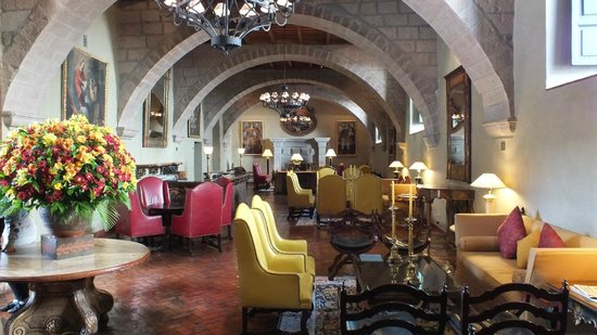 Hotel Monasterio by Orient-Express: Bar area off the main entrance