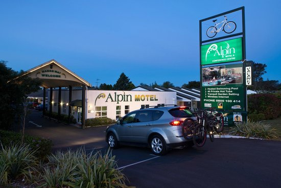 Alpin Motel and Conference Centre: Gate