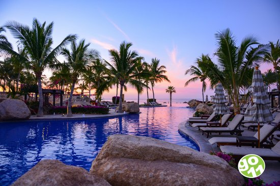 Fiesta Americana Grand Los Cabos Golf & Spa: Waking early for Sunrise will be rewarded with fabulous colors !