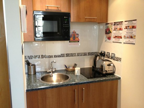 Grand Plaza Serviced Apartments: Great little kitchen.