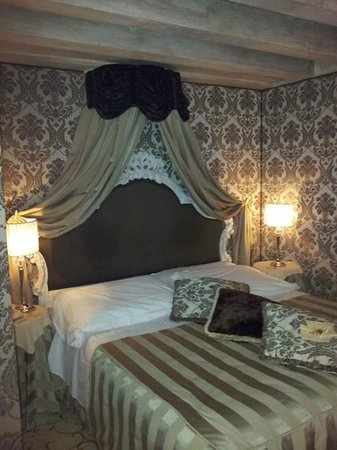 Hotel Antiche Figure: Bedroom