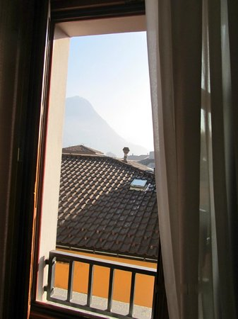 Lugano Dante Center Swiss Quality Hotel: Perhaps this captures the view slightly better