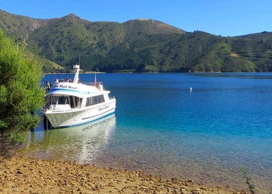 Havelock, Selandia Baru: Pelorus Mail Boat in one of the many bays visited
