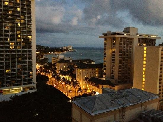Holiday Inn Waikiki Beachcomber Resort Hotel: 16階 日没後
