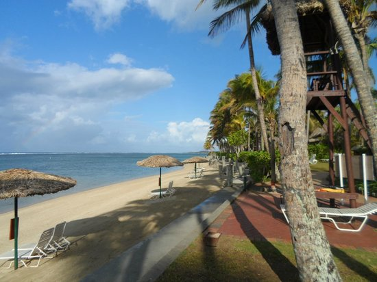 Outrigger on the Lagoon Fiji : Beach front