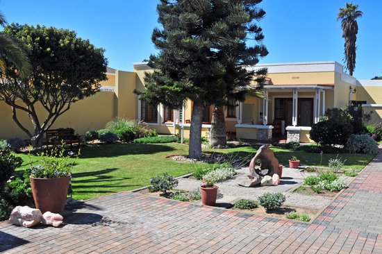Cornerstone Guesthouse: The well-kept court yard