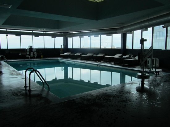 W Chicago Lakeshore: The indoor pool.