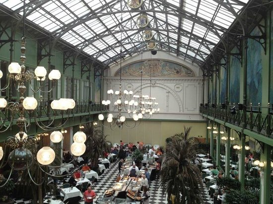 NH Grand Hotel Krasnapolsky: Breakfast in the wintergarden