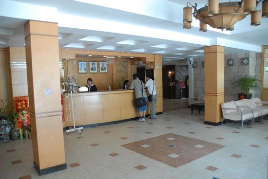 Mittapheap Hotel: Spacious reception - friendly staff