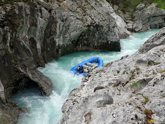 Bovec, Slovenien: Portage on the upper section