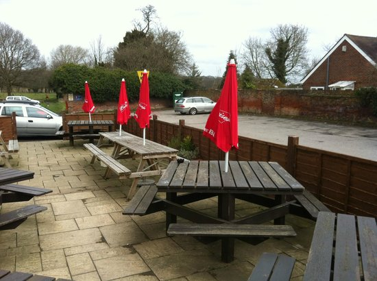 Cobham, UK: Outdoor area overlooking car park