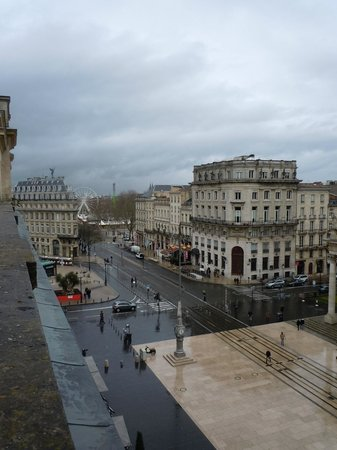 Le Grand Hotel de Bordeaux: Checking the weather from our balcony.