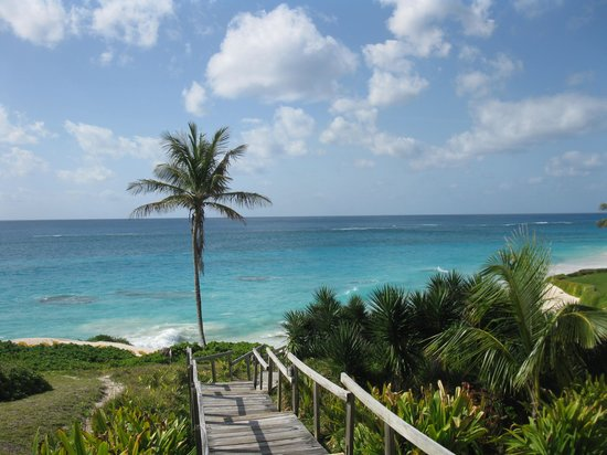 Coco Reef Resort Bermuda: Stairs to main part of beach