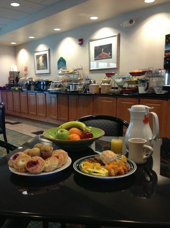 Wingate by Wyndham York: Complimentary Breakfast Daily