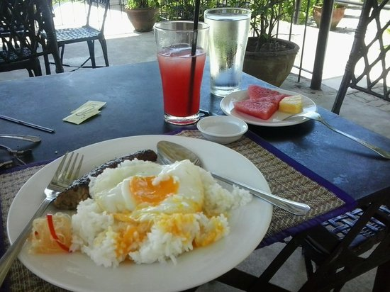 Hotel Tropika Davao: perfect breakfast at hotel tropica :)