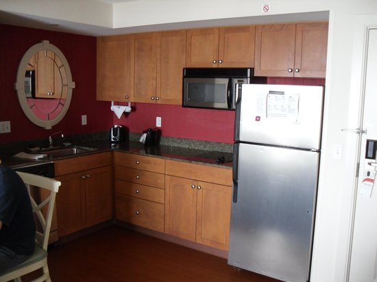 Residence Inn Virginia Beach Oceanfront : kitchen 