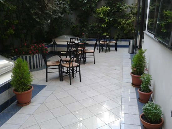 Centrotel Hotel: backyard