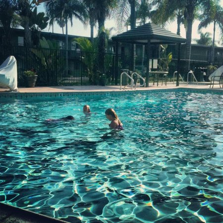 BEST WESTERN PLUS Pavilions : Swimming Pool 