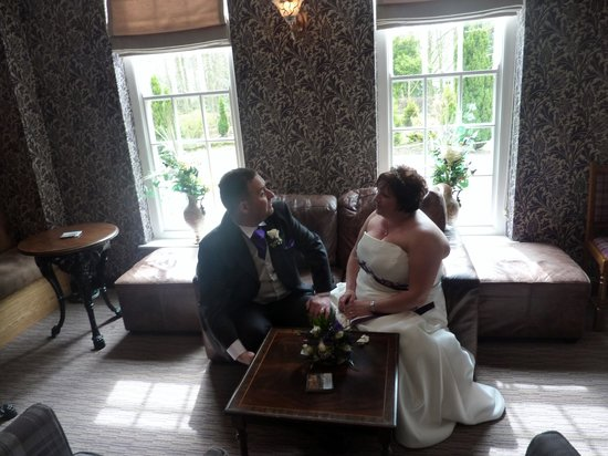 Gretna, UK: Enjoying champagne after the ceremony