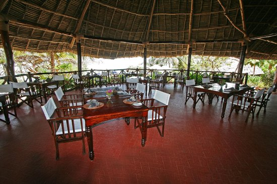Ras Nungwi Beach Hotel: Open air restaurant