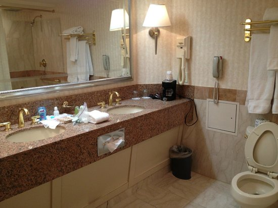 Showboat Casino Hotel: Two sinks and spacious.