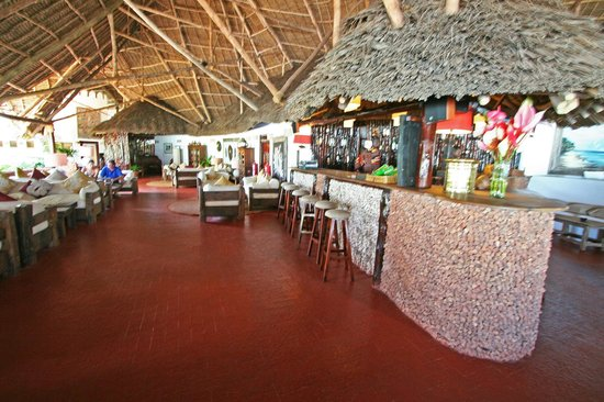 Ras Nungwi Beach Hotel: Bar and lounge