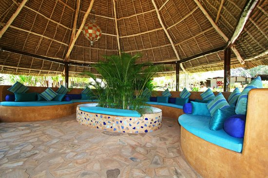 Ras Nungwi Beach Hotel: Casual relaxation area