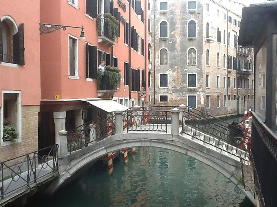 Starhotels Splendid Venice: View of !st floor balcony overlooking canal
