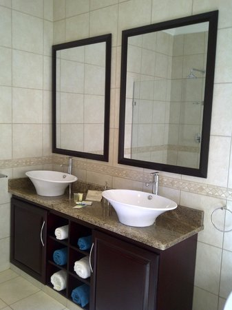 Aquamarine Guest House: En-suite bathroom