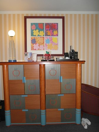 Disney&#39;s Hotel New York: bedroom