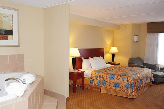 Sleep Inn & Suites Rehoboth Beach Area: Whirlpool Suite