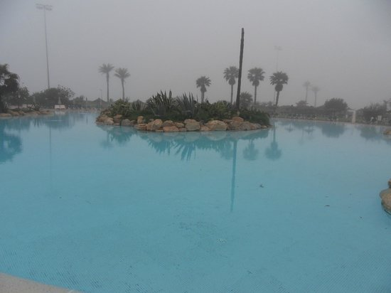 ClubHotel Riu Tikida Dunas: 2013-04 Piscine extrieure Brouillard quand tu nous tiens